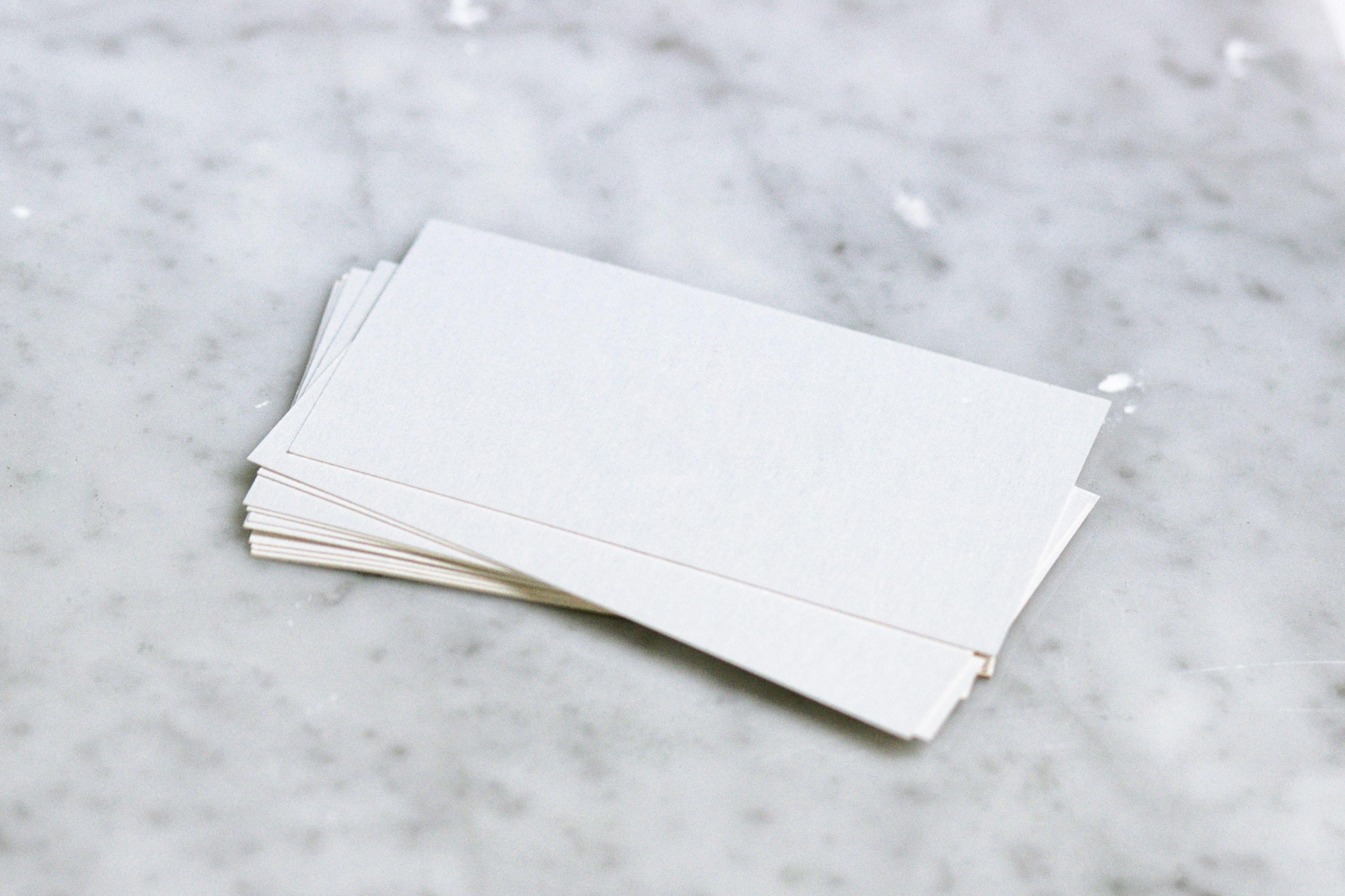 卡片:一張卡片上只寫一個單字,而且字體要「斗大」。 - 【準備托福必勝機經】知己知彼百戰不殆1