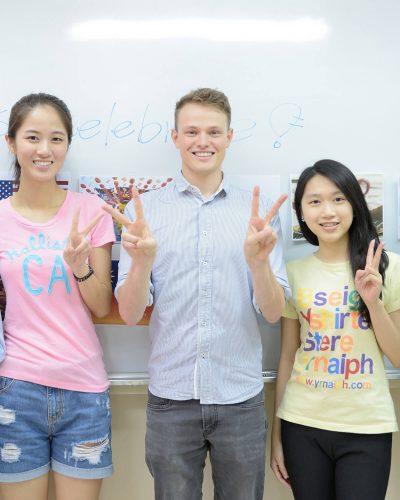 時代國際提供英檢、日檢、韓檢、英日韓語會話、多益、托福、雅思...等課程